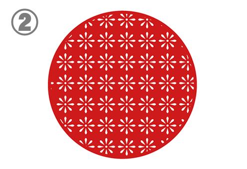 白い細かい花柄の赤丸