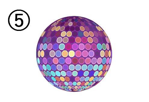 紫、水色、ピンク等に光るカラフルなミラーボール