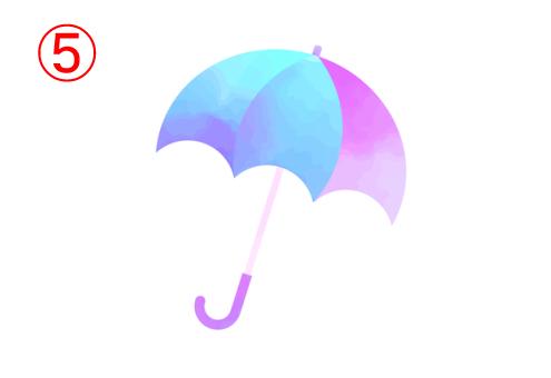 左から青、水色、ピンクのグラデーションの傘