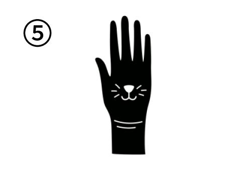 猫の鼻、ひげ、口が描かれた手