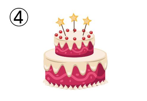 星の装飾がある、ベリーと白いクリームの二段重ねケーキ