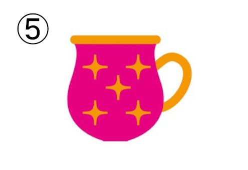 縁、取っ手、光柄が金色の、ショッキングピンクの丸みのあるマグカップ