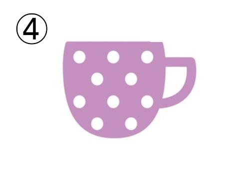 白いドット柄の、淡い紫の底の丸いマグカップ