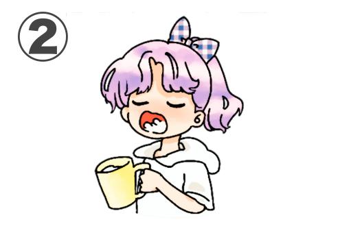 ネイビーチェックリボン、紫髪、白パーカー、黄色コップのうがいをする女の子