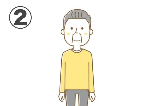 前髪なしのグレー髪、黄色トレーナー、濃いグレーのパンツのおじ様