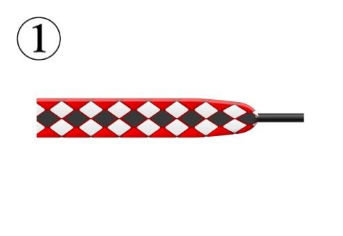 赤、白、黒のノルディック柄のような靴紐