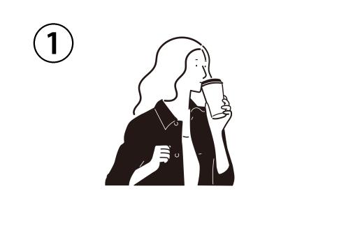移動しながら紙コップで飲む女性