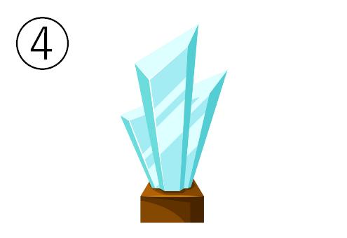 硝子でできた結晶のようなトロフィー