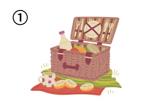シート2枚の上に、食器、ボトル、フルーツが入ったバスケット、ドーナツ、マグカップ
