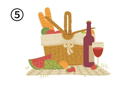 シートの上に、パン、フルーツが入ったバスケット、ボトルと注がれたワイン、スイカ