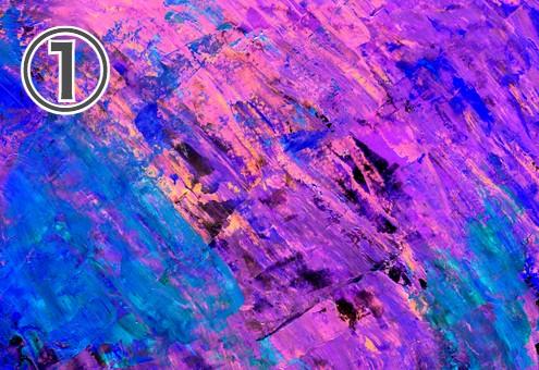 黒地にネオンの紫、ピンク、黄色、青の絵の具が塗られた