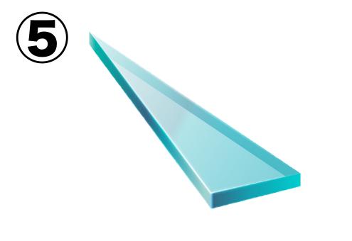 細い直角三角形のようなガラス片