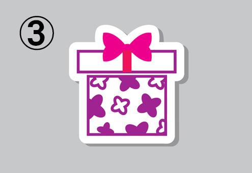 白地に紫と白の花柄、白い蓋、ピンクのリボンのプレゼント