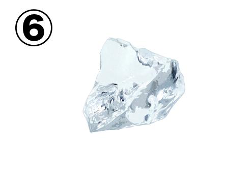 角張った小さめの氷