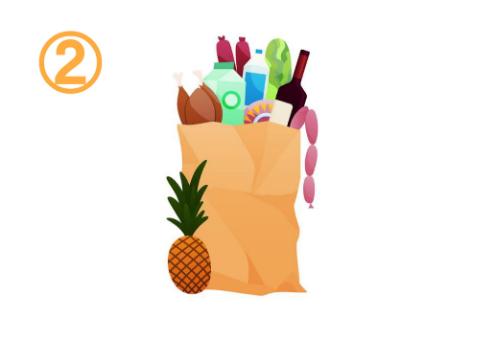 パイナップル、ソーセージ、ワインなどが入った買い物袋