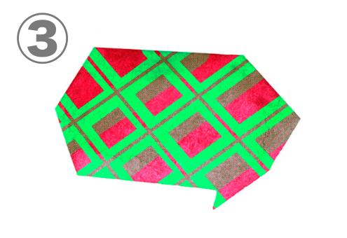 緑、赤のチェック柄の角張った吹き出し