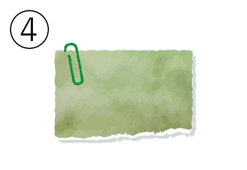 緑クリップの付いた抹茶色のメモ帳