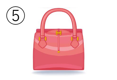ピンクの四角いバッグ