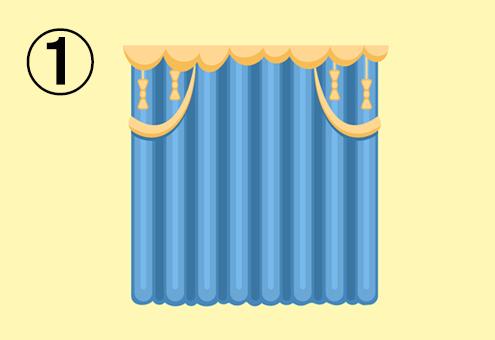 黄色の飾りがついた青いカーテンが閉まった窓