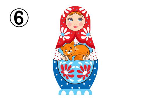 赤、青、水色、花柄メインな、猫を抱いたマトリョーシカ