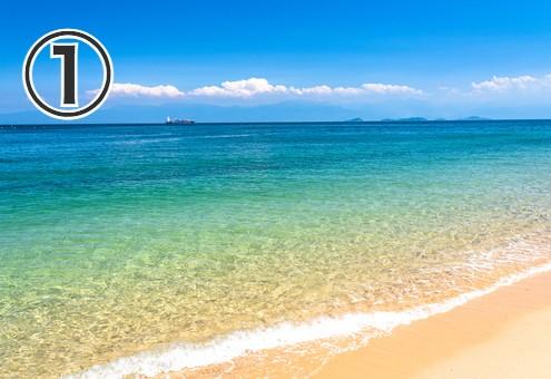 きれいな砂浜、波打ち際の写真