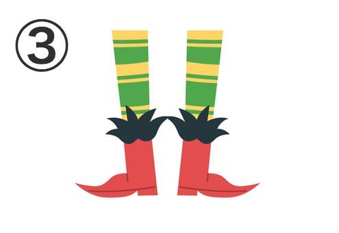 黄色と緑のボーダータイツに、黒い装飾付きの赤いブーツ