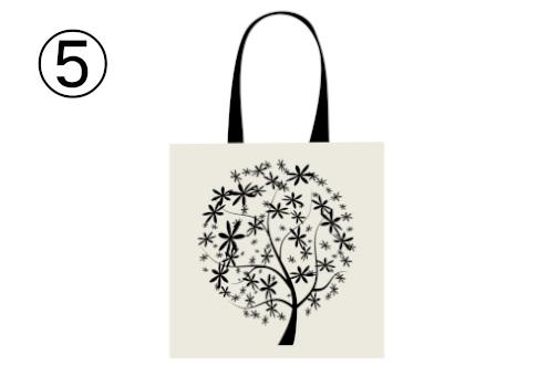 花型の葉の木が描かれた黒トート