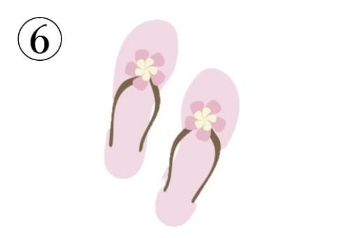 ピンクの花付きのビーチサンダル