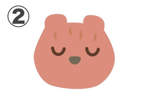 目を閉じるコーラルのクマ