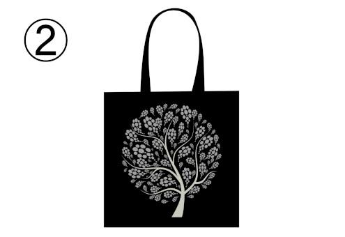 細かい柄の葉の木が描かれた黒トート