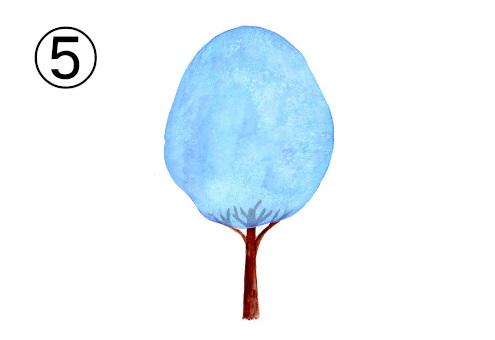 空色の縦長の葉の木