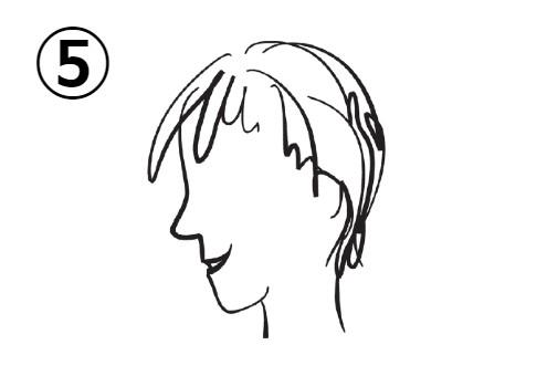 ショートヘアの笑った女性の横顔