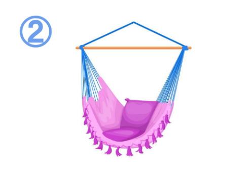 ソファー式の、フリンジ付きピンクのハンモック
