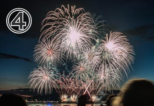 花火大会のクライマックスの写真