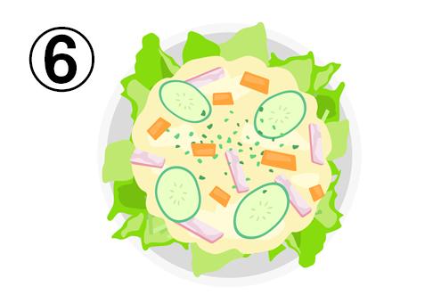 レタス、人参、ハム、キュウリの入ったポテトサラダ
