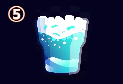 氷たっぷりの水色のドリンク