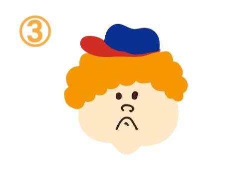 青と赤の帽子をかぶって、口をへの字に曲げた、オレンジパーマヘアの人