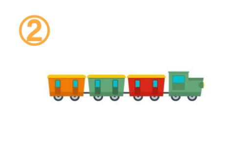 オレンジ、抹茶色、赤の、小さい小窓が2つずつついた貨物列車