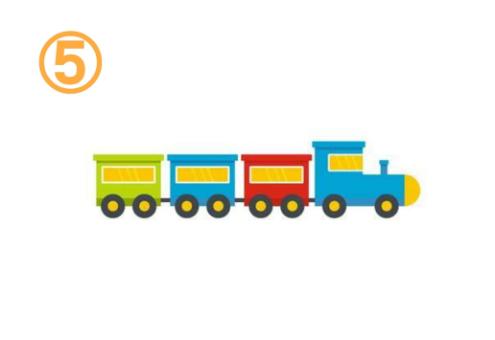 黄緑、青、赤の、黄色窓付きの貨物列車