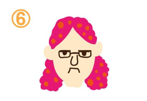 メガネをしてムスッとしたピンク髪の人